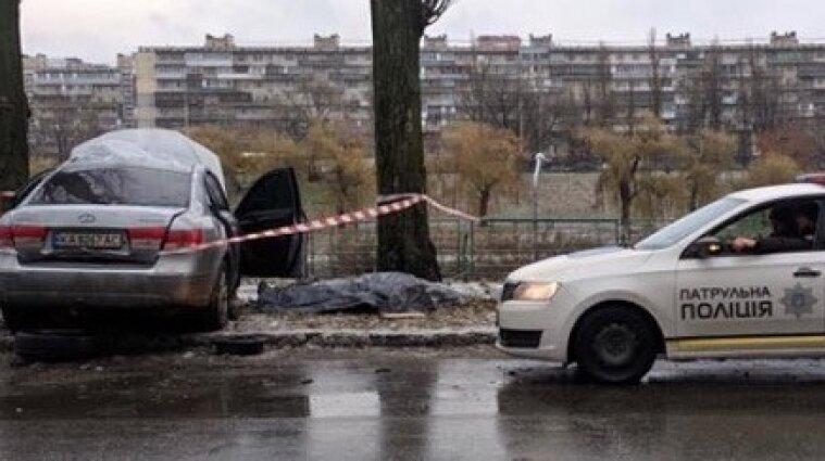 Смертельное ДТП в Киеве: автомобиль влетел в дерево - видео