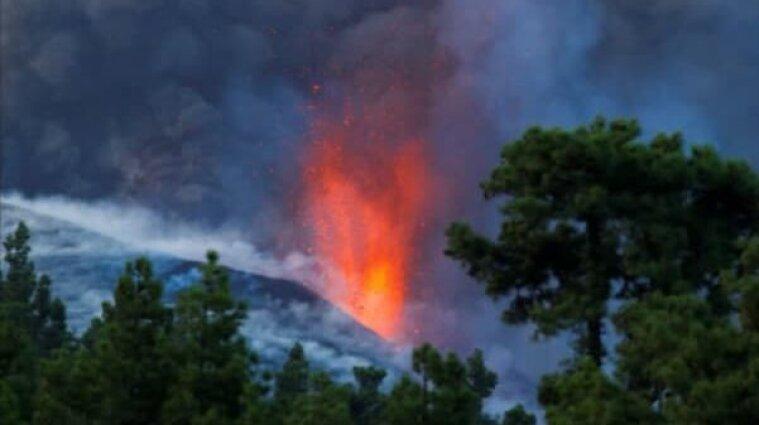 На Канарах вивергнувся вулкан Кумбре-В'єха: міста в густих хмарах диму