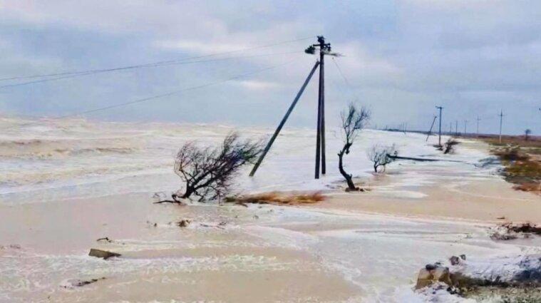 Шторм в Азовском море отрезал дачу Зеленского от цивилизации
