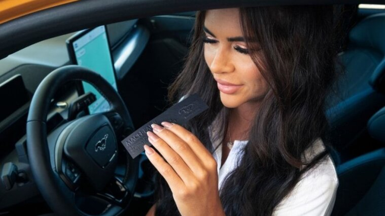 Ford выпустил элитный аромат с запахом бензина
