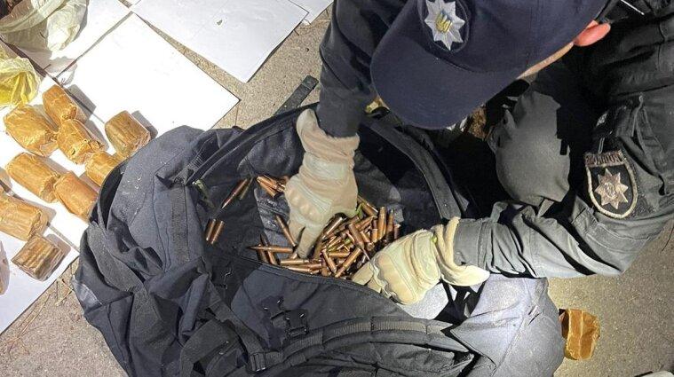 Схованку боєприпасів знайшов перехожий у Київській області - фото