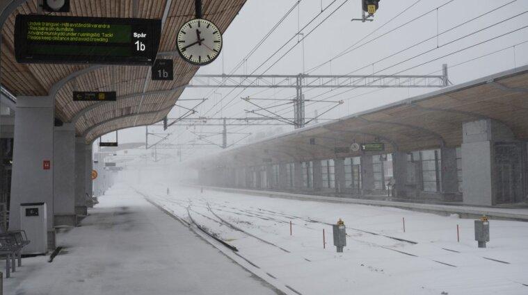 Швецию и Финляндию засыпал снегопад: тысячи домов без электричества