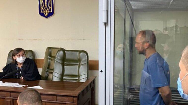 На два місяці взяли під варту чоловіка, який стріляв у людей зі своєї квартири у Києві