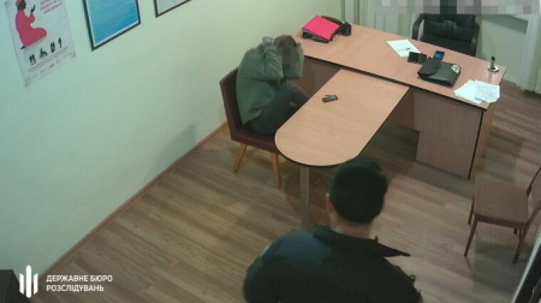 У Житомирській області поліціянт неодноразово катував людей - фото