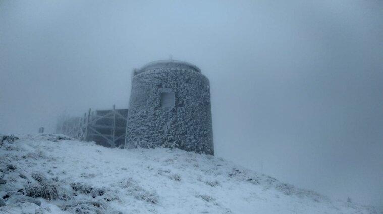 Карпаты засыпает снегом: спасатели предостерегают от походов в горы