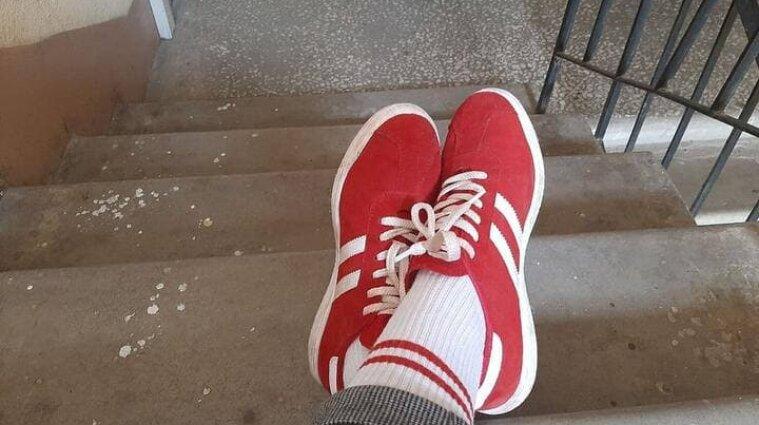 Не того кольору: у Мінську оштрафували жінку за червоно-білі шкарпетки