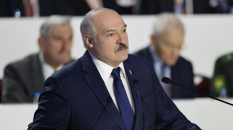 """Лукашенко назвав Тіхановську """"мерзотницею"""" та розповів, як заплатив їй"""