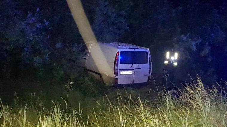 В Днепропетровской области водитель скрылся с места ДТП, а пассажира оставил умирать в авто