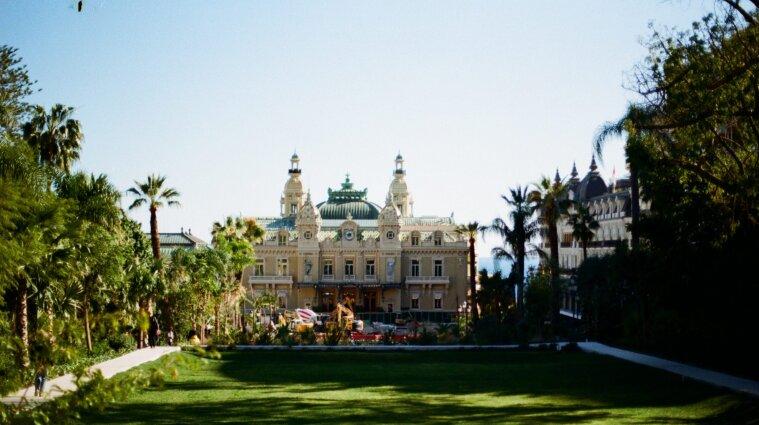 Нерухомість Путіна в Монако та офшори королівських сімей: чим володіють світові лідери