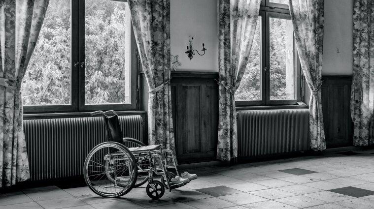 Сусіди порізали шини на інвалідних візках через оновлену інклюзивну доріжку