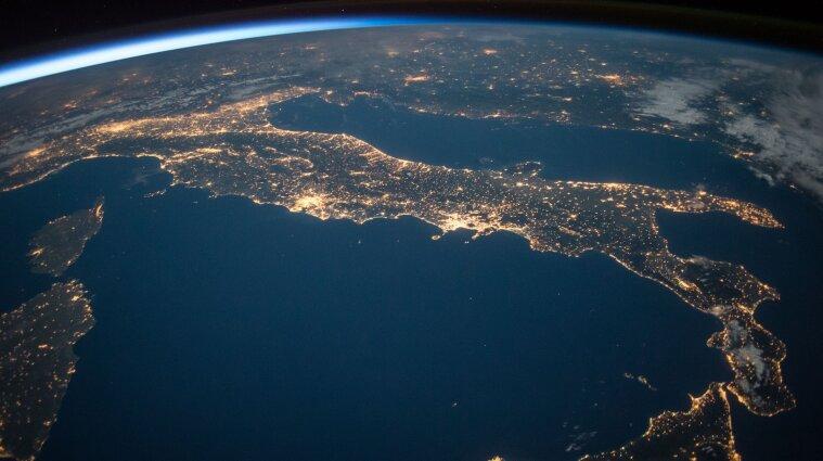 Близько 1,3 млн кілометрів: як підводна кабельна мережа Землі виглядає в 3D (відео)