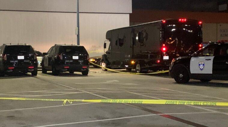 Автобус для вечеринок обстреляли неизвестные в США: есть жертвы и пострадавшие - фото, видео
