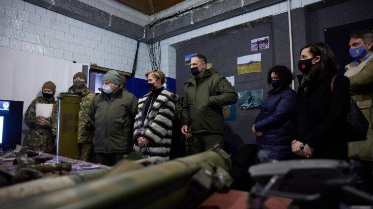 Єрмак: президент вже проїхав майже 60% лінії зіткнення на Донбасі