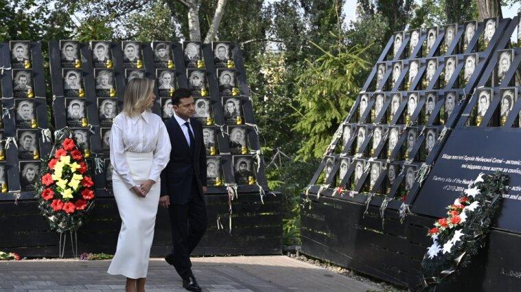 Президентская чета почтила память Героев Небесной Сотни
