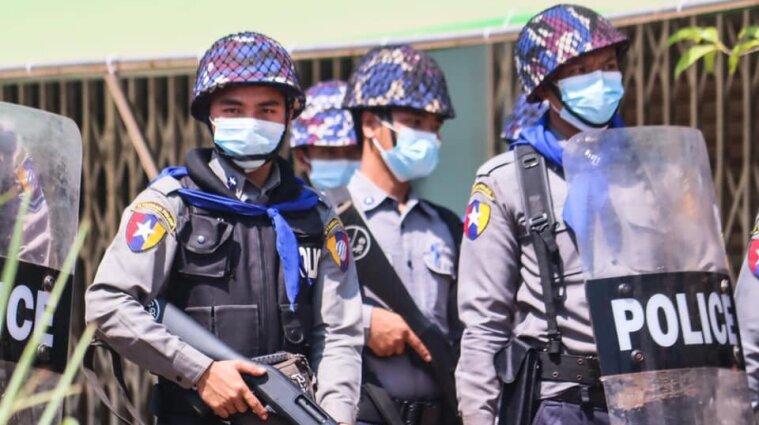Військовий переворот у М'янмі: силовики вбивають, б'ють та арештовують протестувальників