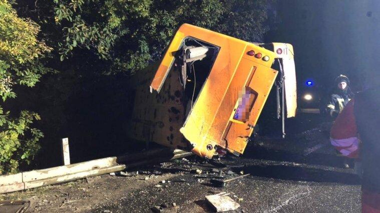 Смертельна ДТП в Одеській області: вантажівка протаранила автобус з пасажирами (фото)
