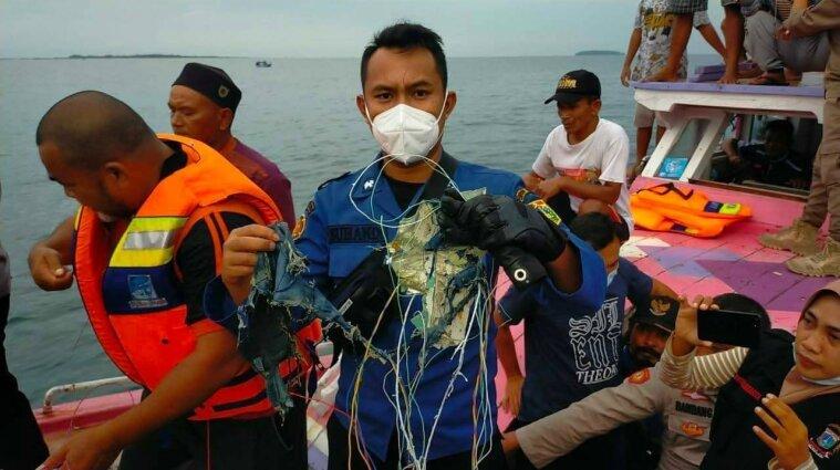 У Яванському морі розбився індонезійський Боїнг-737 з пасажирами на борту - відео (оновлюється)