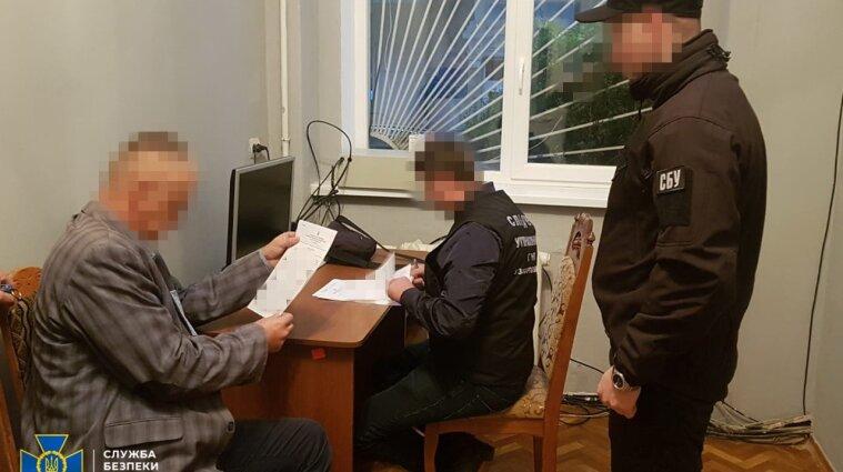 """На Закарпатті чиновник """"прикривав"""" незаконне видобування корисних копалин"""