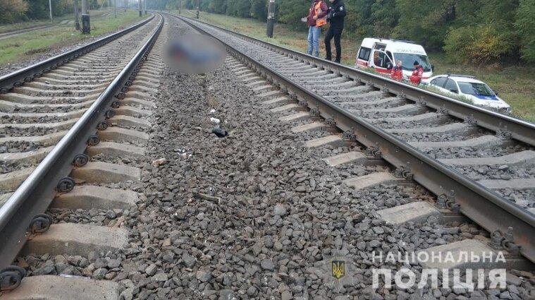 Под Киевом электричка насмерть сбила женщину, которая переходила пути - фото