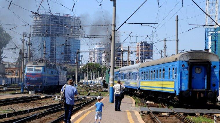 На Донеччині подовжили обмеження руху поїздів