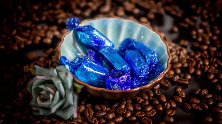 """Конфеты с """"сюрпризом"""": в Днепре мужчина заметил жуткую находку в сладостях (фото)"""