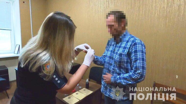 Привіз до Одеси та поклав до камери схову: українець зберігав гранати у супермаркеті (відео)