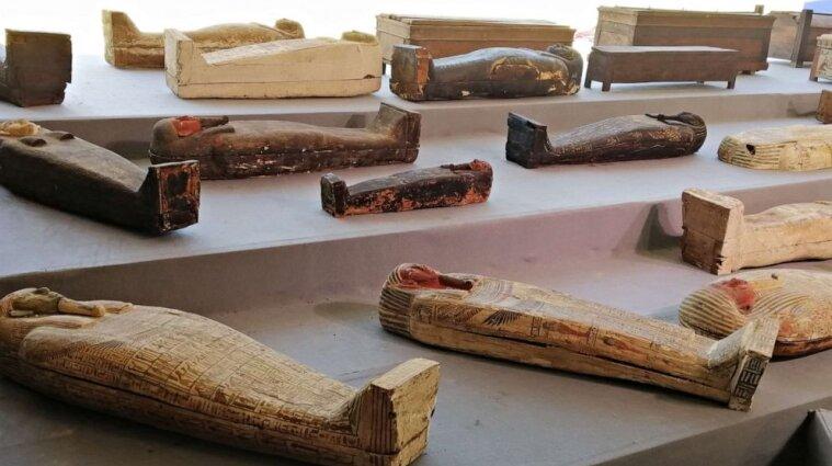 Археологи знайшли у Єгипті 100 саркофагів віком 2,5 тисячі років