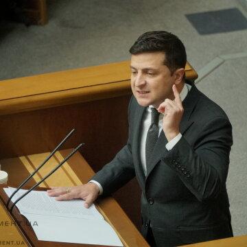 """""""Слуги"""" аплодували стоячи: Зеленський розповів про успіхи президентства"""