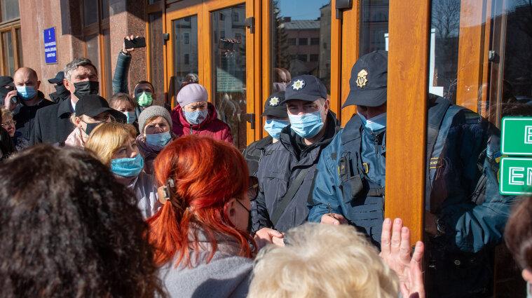 В Ивано-Франковске предприниматели вместе с мэром протестовали из-за карантина