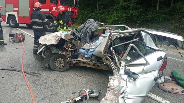 Смертельное ДТП во Львовской области: легковушка столкнулась с грузовиком