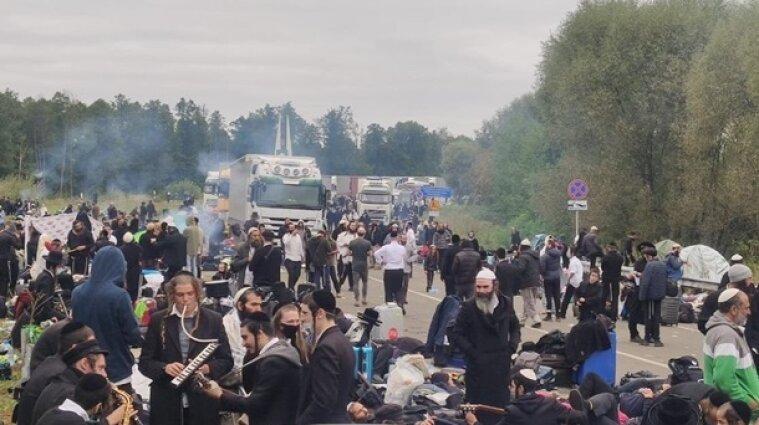 Четверо хасидов на границе с Беларусью оказались больными COVID-19