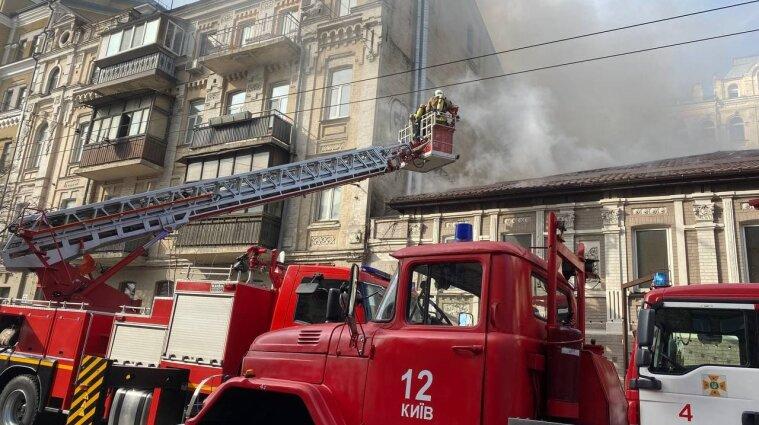 Пожежа у київському ресторані: рух по Саксаганського перекрили - фото