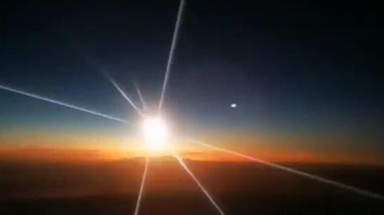 Падіння метеорита в Китаї потрапило на відео