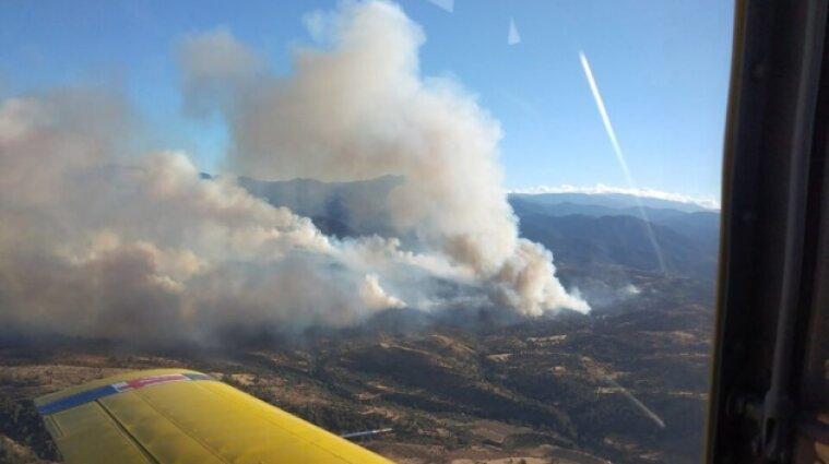 На Кипре горят леса: вертолеты тушат огонь