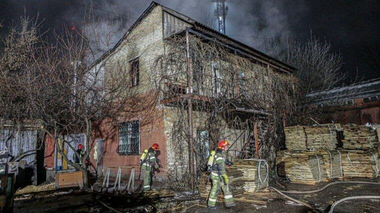 Два человека погибли при пожаре в Киеве
