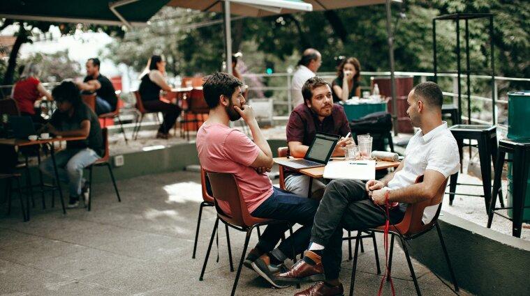 """Украинцы могут зарегистрировать кафе и салоны красоты в приложении """"Дія"""""""