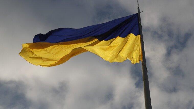 На Дніпропетровщині неповнолітня дівчина спалила прапор України