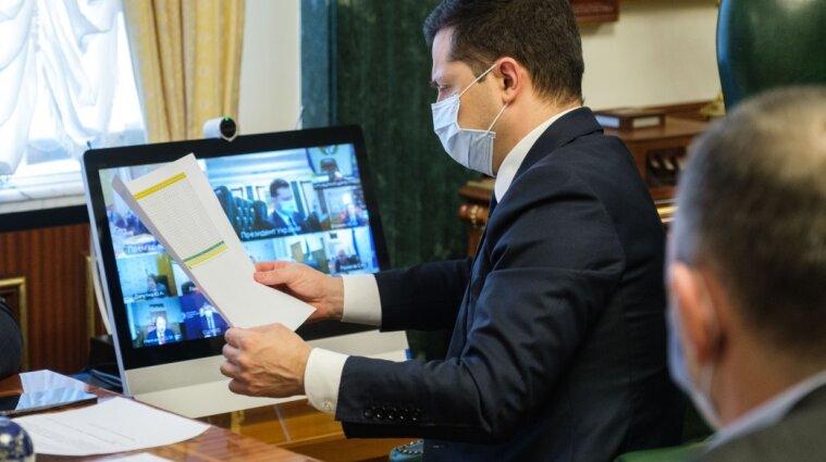Зеленский решил ввести COVID-паспорта в Украине
