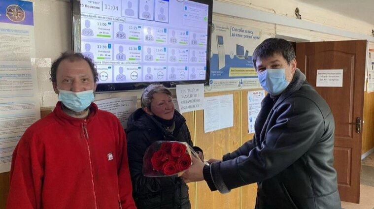У Києві двоє безхатьків отримали нові документи, аби одружитися і піти на роботу (фото)
