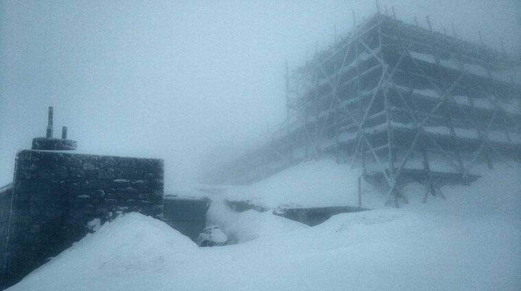 У Карпатах потужний снігопад: рятувальники просять не йти в гори