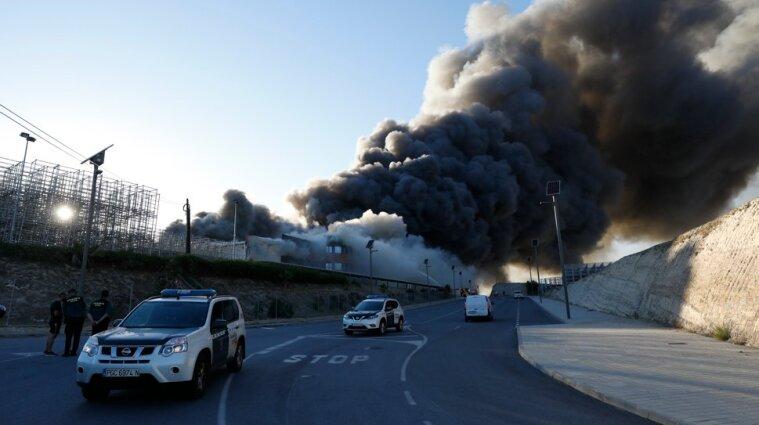 В Іспанії горять склади з хамоном - фото