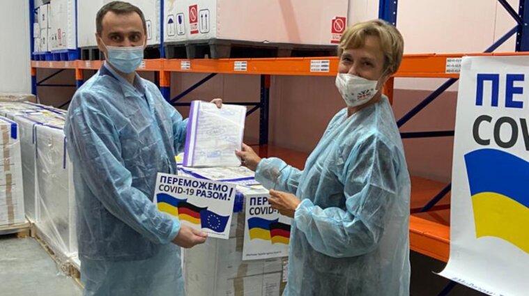 Німеччина подарувала Україні COVID-вакцину, апарати ШВЛ та медичне обладнання