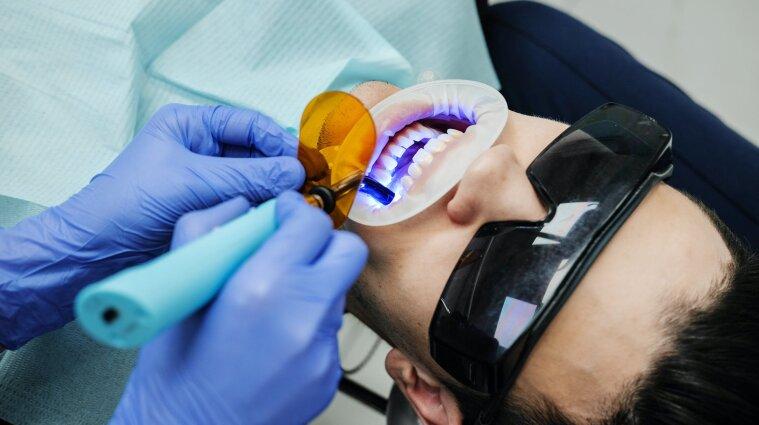 У США жінка проникла до стоматології, вирвала пацієнту 13 зубів і пограбувала клініку