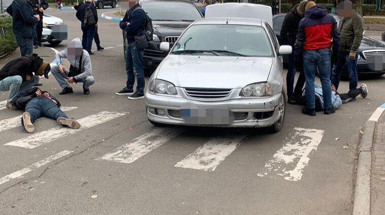 На Одещині четверо іноземців тероризували та викрадали людей у місті Южне (відео)