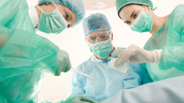 Лікарні, які не належать до ковідних, відновили планові госпіталізації