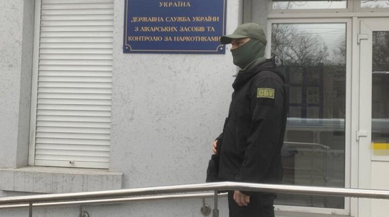 """Украинский фарминститут потратил два миллиона на трудоустройство  """"левых"""" сотрудников"""