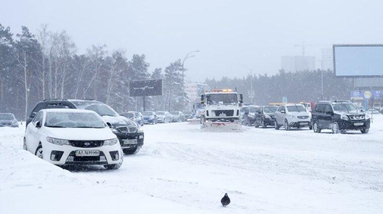 Негода в Києві: закрито школи, дитсадки, обмежено рух транспорту