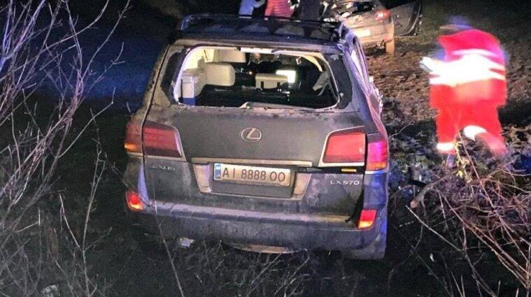 """Смертельное ДТП под Броварами: водитель внедорожника """"подрезал"""" легковушку и скрылся"""