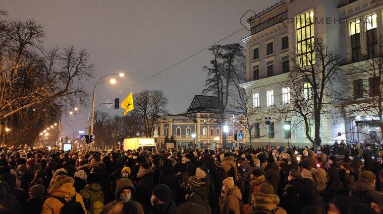 В Киеве проходит акция протеста в поддержку Стерненка - фото