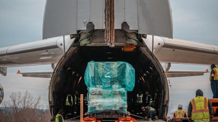 Українські літаки перевезли з Німеччини до США обладнання для виробництва вакцин
